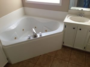 472 Pinebrook tub